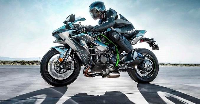 On a testé les motos les plus puissantes