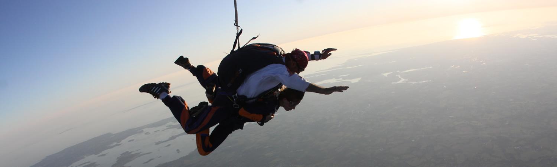 On a testé le saut en parachute